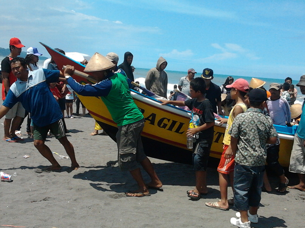 nelayan pantai depok yogyakarta