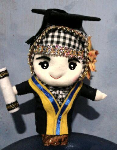 boneka wisuda