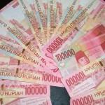 uang seratusan ribu rupiah